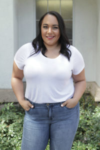 Five ways to tuck in a t-shirt for plus size women